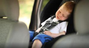 Nikada ne ostavljajte djecu u zatvorenom automobilu po suncu…