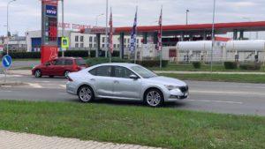 Nova Škoda Octavia uslikana sa minimalnom kamuflažom