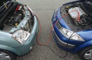 Prazan akumulator: Kako pokrenuti vozilo pomoću kablova, ali kako možemo i opasno pogriješiti!