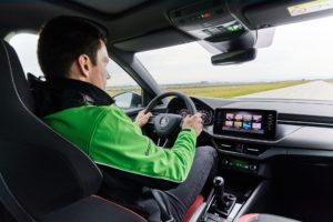 Svjetski šampion WRC2 i Škodin testni vozač savjetuje kako voziti zimi?