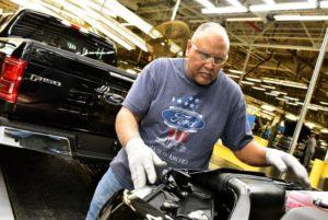 Nakon naglog rasta broja oboljelih u SAD, Ford odložio proizvodnju na neodređeno vrijeme