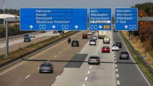 """Njemačka nema ograničenje brzine na autocestama, ali gotovo svi voze """"preporučenom brzinom"""". Iznenađujuće istraživanje"""